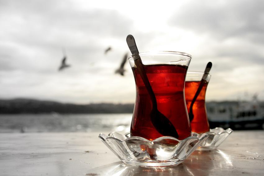 İki bardak çay arası bir hayat..